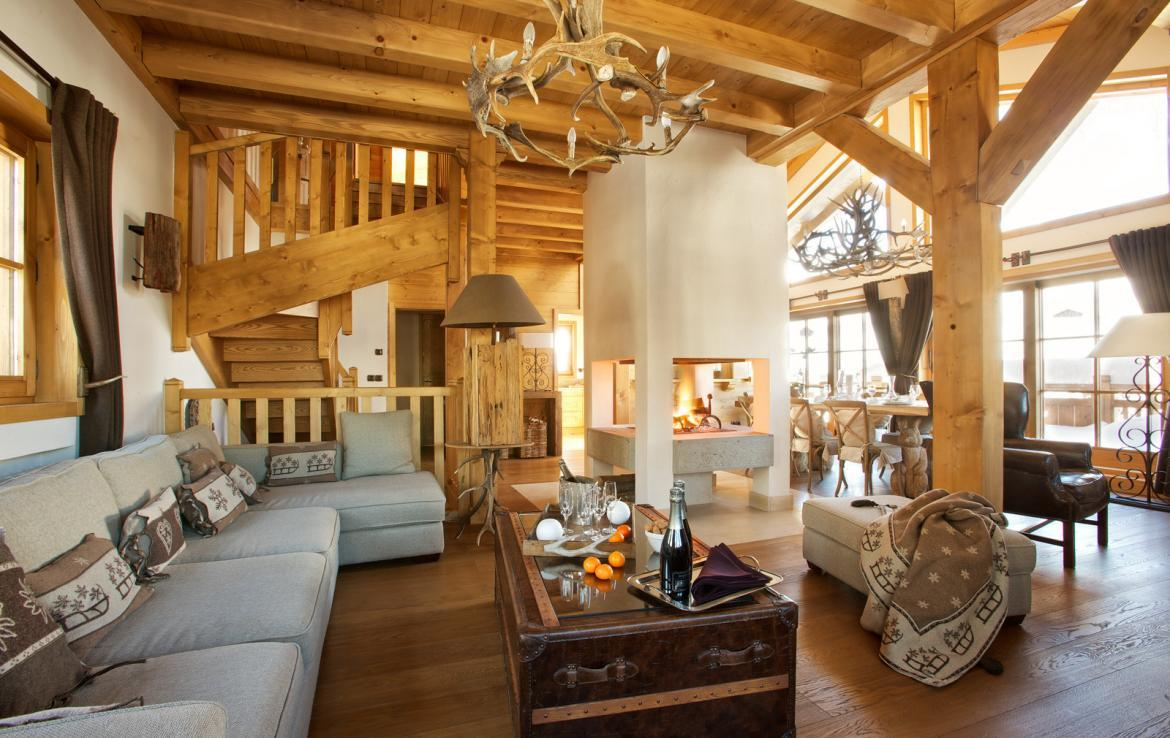 Kings-avenue-courchevel-sauna-jacuzzi-hammam-childfriendly-parking-kids-playroom-boot-heaters-fireplace-ski-in-ski-out-garden-terrace-bar-area-courchevel-moriond-006-6