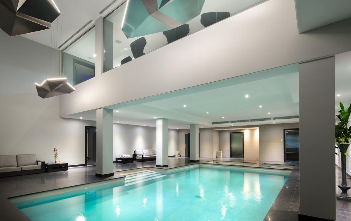 Kings-avenue-courchevel-sauna-jacuzzi-hammam-swimming-pool-childfriendly-parking-boot-heaters-fireplace-cinema-room-bar-night-club-lift-area-courchevel-012-5