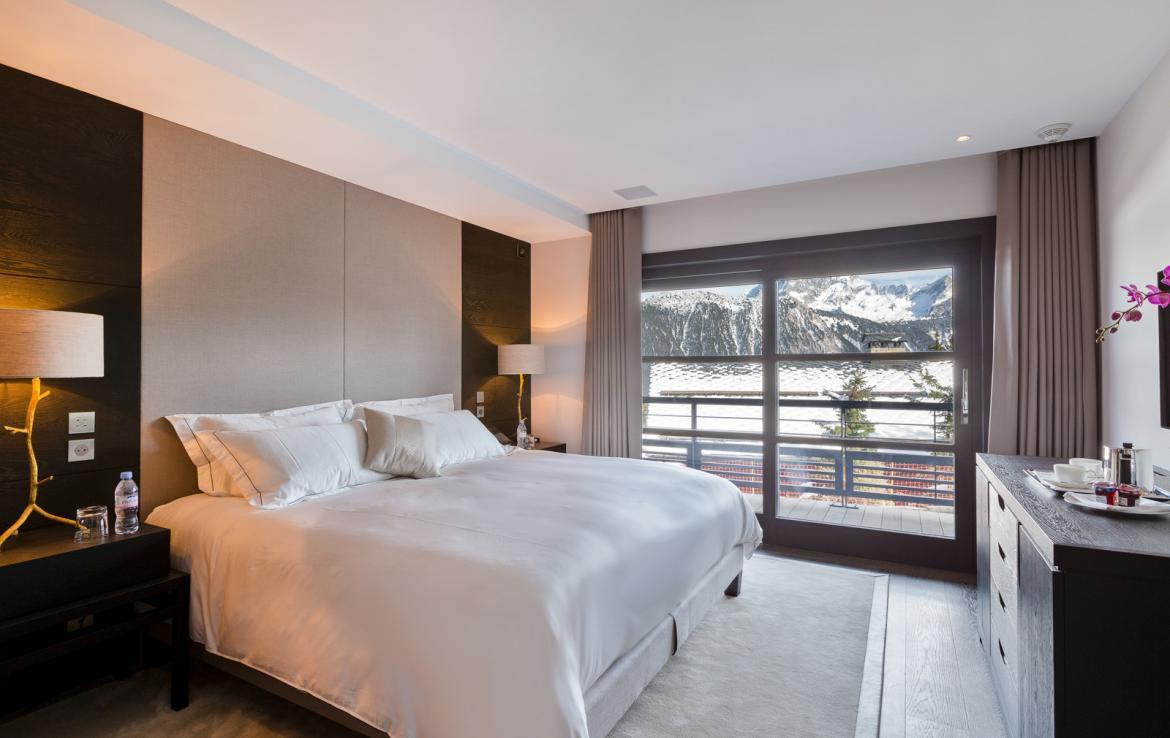 Kings-avenue-courchevel-sauna-jacuzzi-hammam-swimming-pool-childfriendly-parking-boot-heaters-fireplace-cinema-room-bar-night-club-lift-area-courchevel-012-8