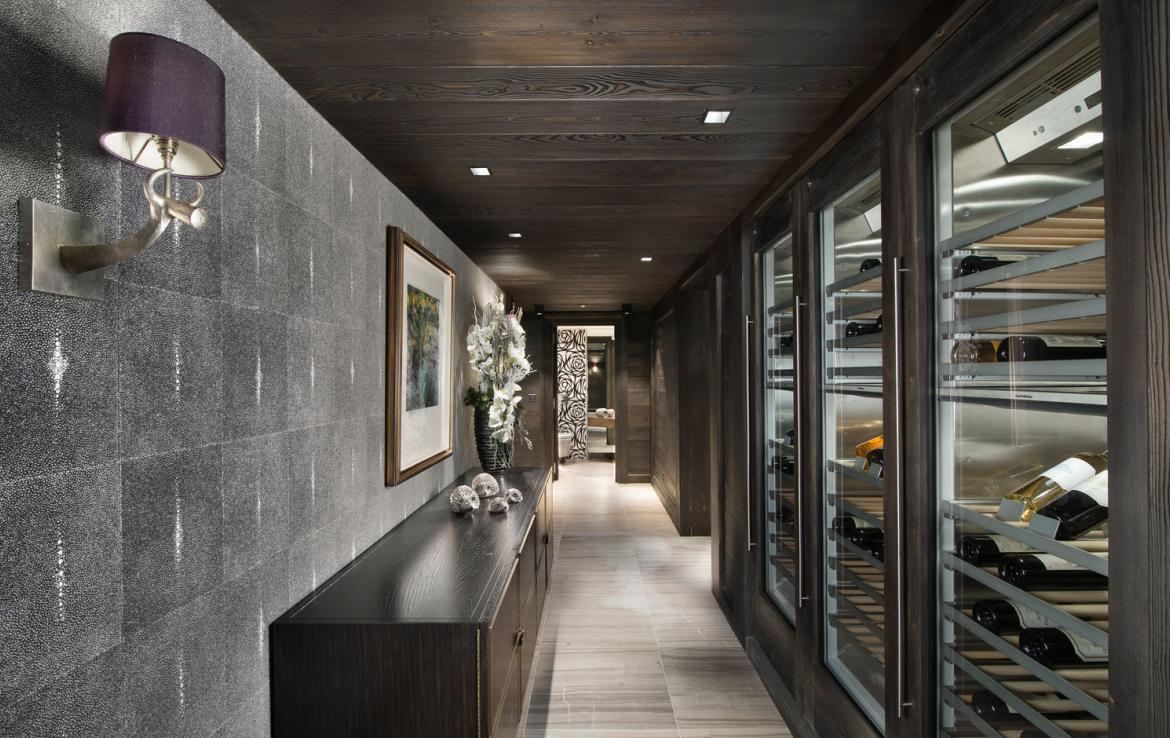 Kings-avenue-courchevel-sauna-jacuzzi-hammam-swimming-pool-childfriendly-parking-cinema-gym-boot-heaters-fireplace-ski-out-lift-area-courchevel-014-20