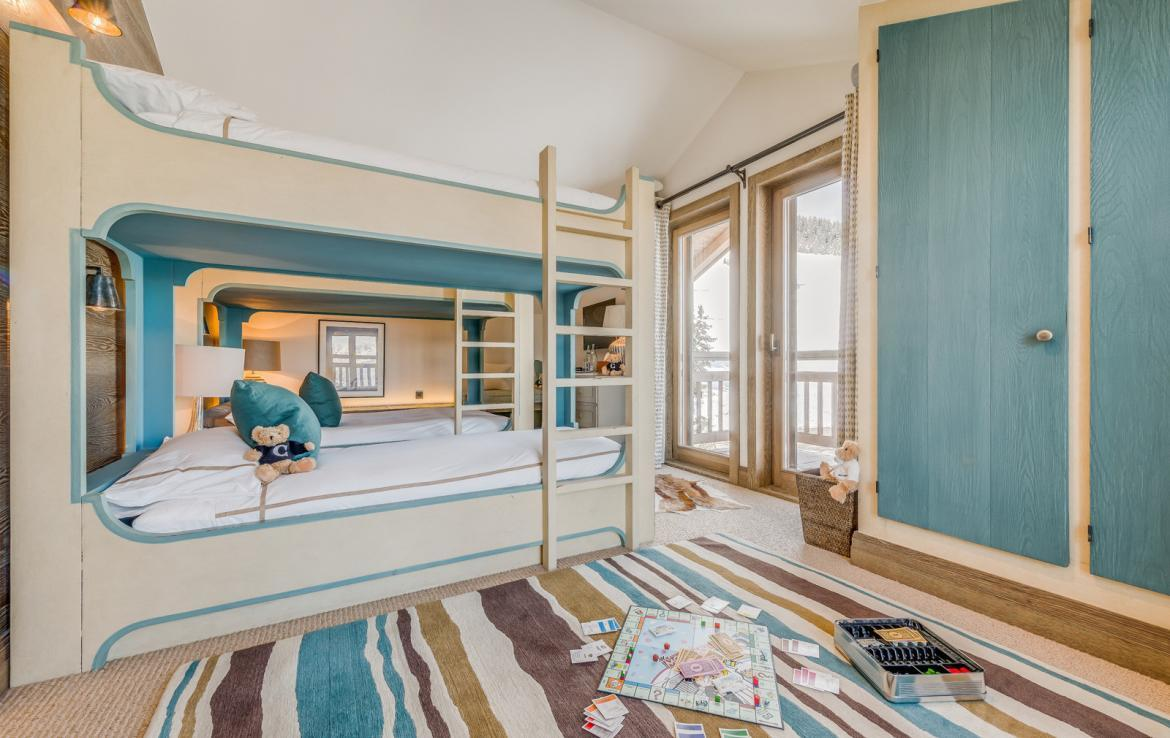 Kings-avenue-courchevel-sauna-jacuzzi-hammam-swimming-pool-childfriendly-parking-gym-boot-heaters-fireplace-ski-in-ski-out-massage-room-terrace-area-courchevel-022-17