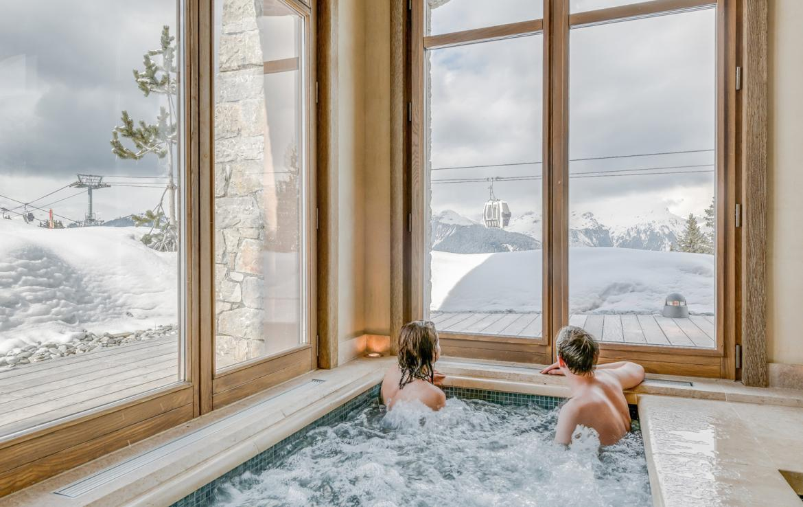Kings-avenue-courchevel-sauna-jacuzzi-hammam-swimming-pool-childfriendly-parking-gym-boot-heaters-fireplace-ski-in-ski-out-massage-room-terrace-area-courchevel-022-19