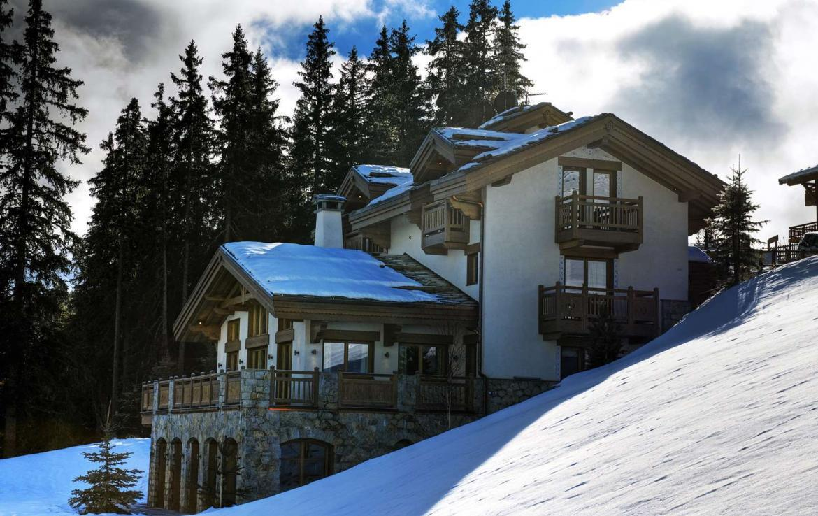 Kings-avenue-courchevel-sauna-jacuzzi-hammam-swimming-pool-childfriendly-parking-gym-boot-heaters-fireplace-ski-in-ski-out-massage-room-terrace-area-courchevel-022-3
