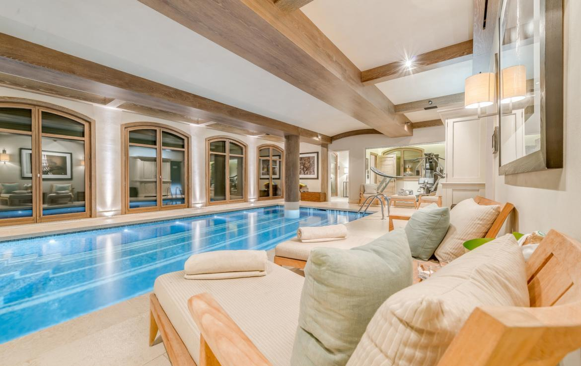 Kings-avenue-courchevel-sauna-jacuzzi-hammam-swimming-pool-childfriendly-parking-gym-boot-heaters-fireplace-ski-in-ski-out-massage-room-terrace-area-courchevel-022-9