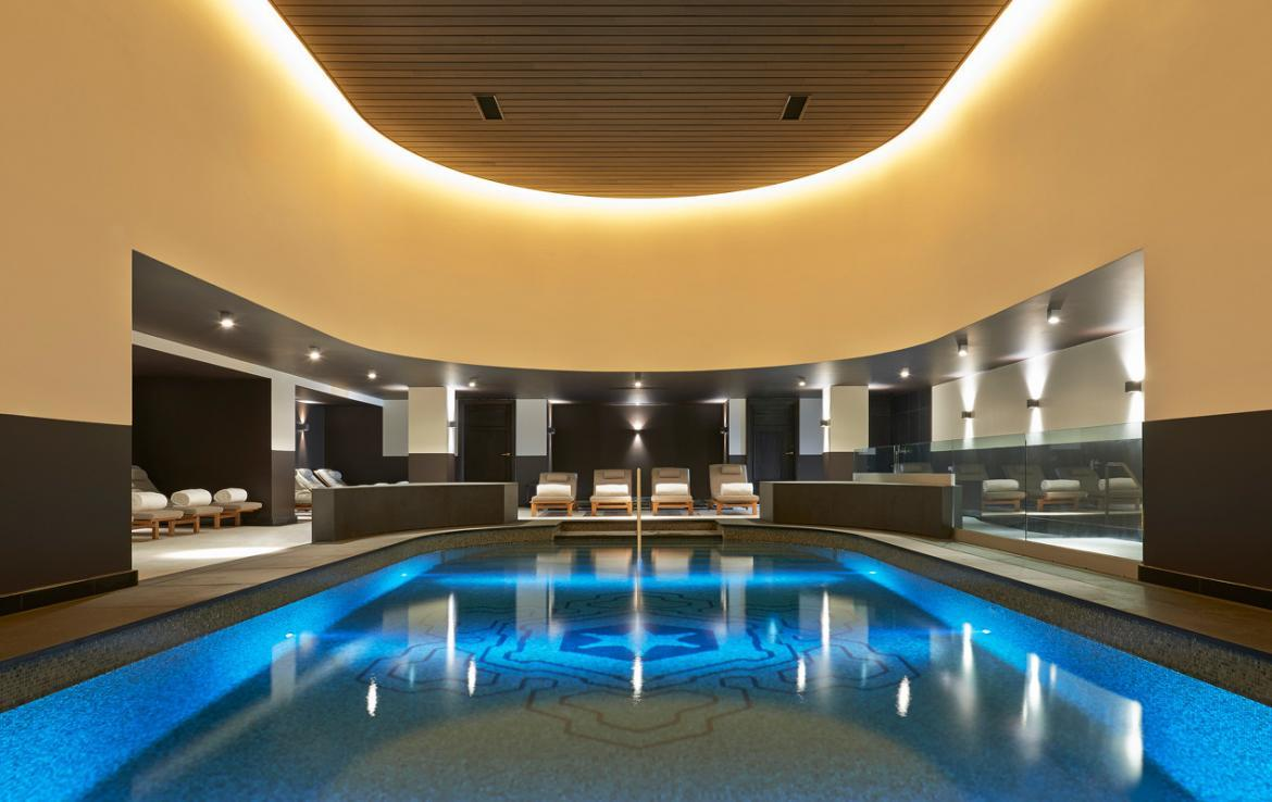 Kings-avenue-courchevel-sauna-jacuzzi-hammam-swimming-pool-childfriendly-parking-kids-playroom-games-room-boot-heaters-fireplace-ski-in-ski-out-area-courchevel-035-10