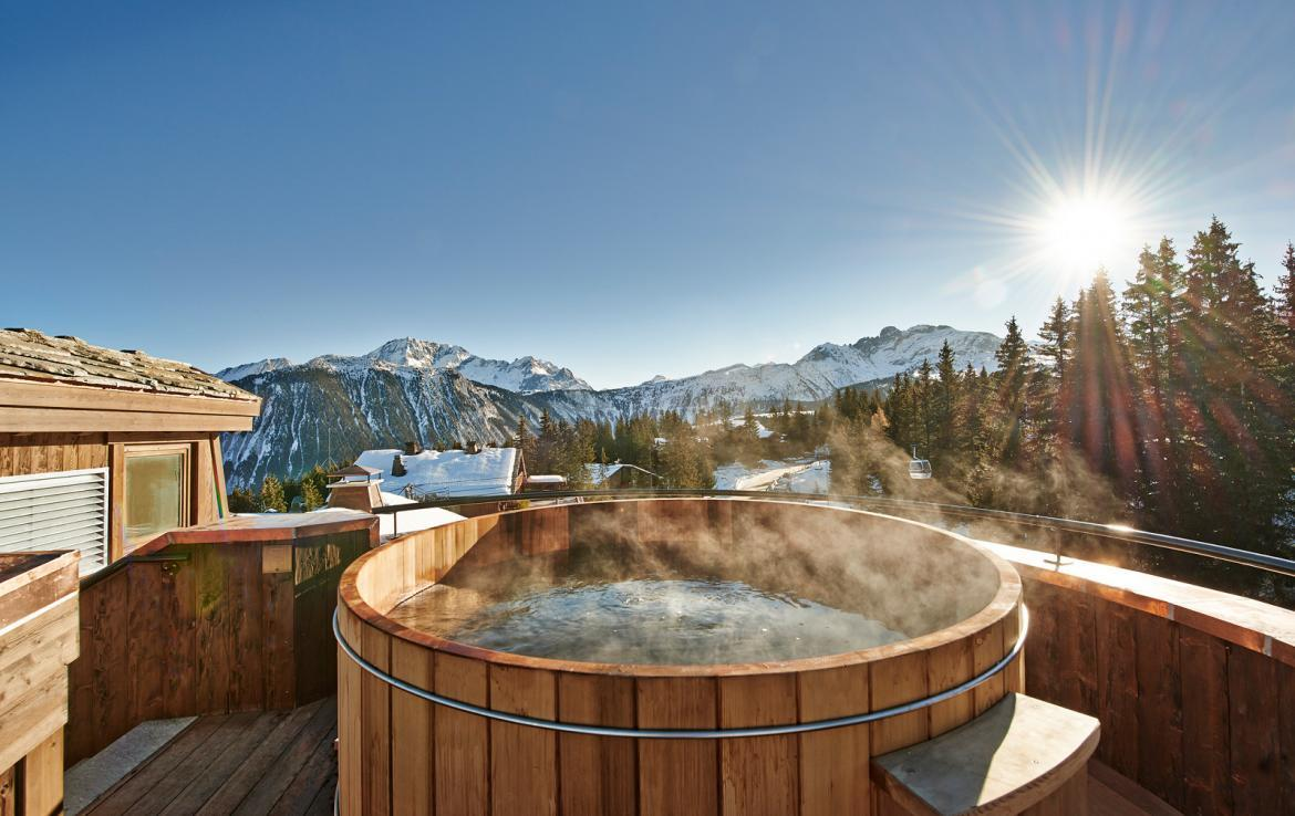 Kings-avenue-courchevel-sauna-jacuzzi-hammam-swimming-pool-childfriendly-parking-kids-playroom-games-room-boot-heaters-fireplace-ski-in-ski-out-area-courchevel-035