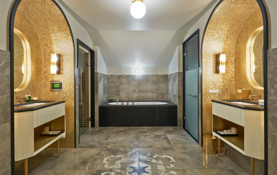 Kings-avenue-courchevel-sauna-jacuzzi-hammam-swimming-pool-childfriendly-parking-kids-playroom-games-room-boot-heaters-fireplace-ski-in-ski-out-area-courchevel-035-6