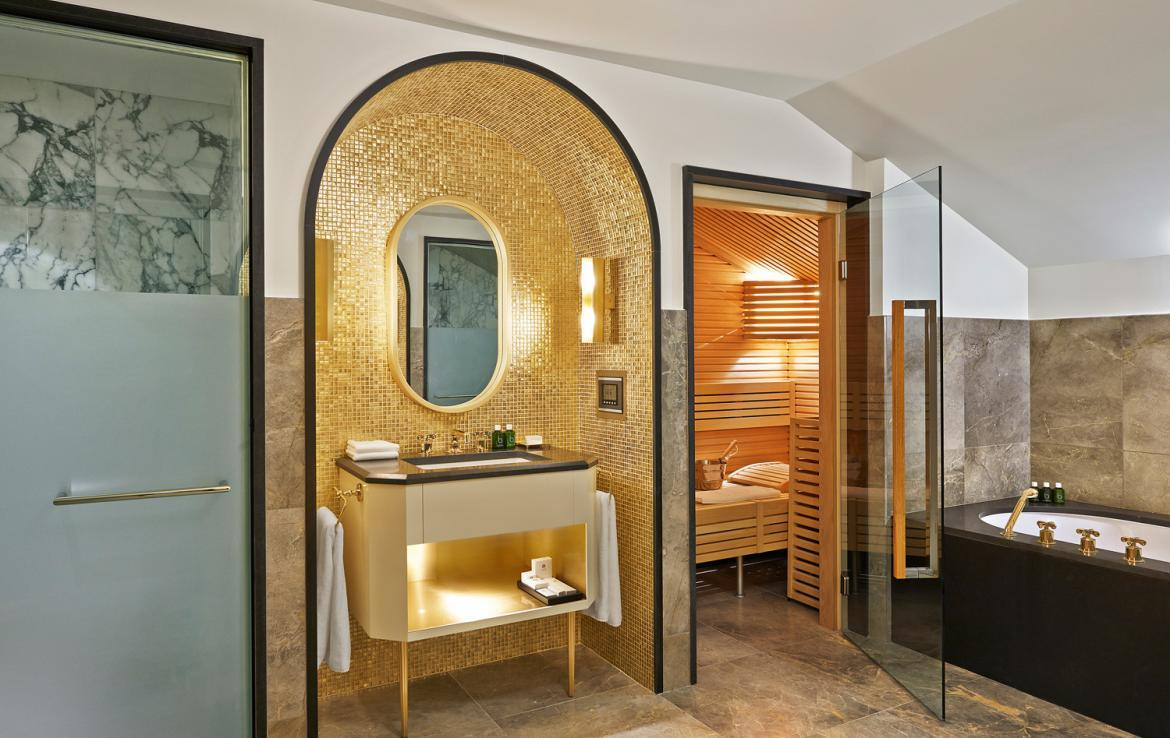 Kings-avenue-courchevel-sauna-jacuzzi-hammam-swimming-pool-childfriendly-parking-kids-playroom-games-room-boot-heaters-fireplace-ski-in-ski-out-area-courchevel-035-7