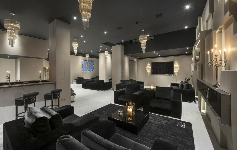 Kings-avenue-courchevel-sauna-jacuzzi-hammam-swimming-pool-gym-boot-heaters-fireplace-spa-massage-room-hair-salon-lift-party-bar-wince-cellararea-courchevel-018-5
