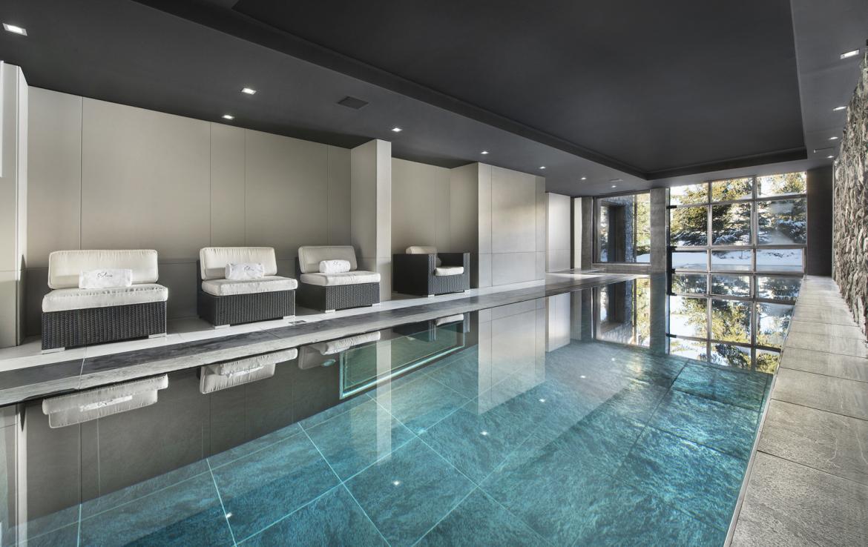 Kings-avenue-courchevel-sauna-jacuzzi-hammam-swimming-pool-gym-boot-heaters-fireplace-spa-massage-room-hair-salon-lift-party-bar-wince-cellararea-courchevel-018-8