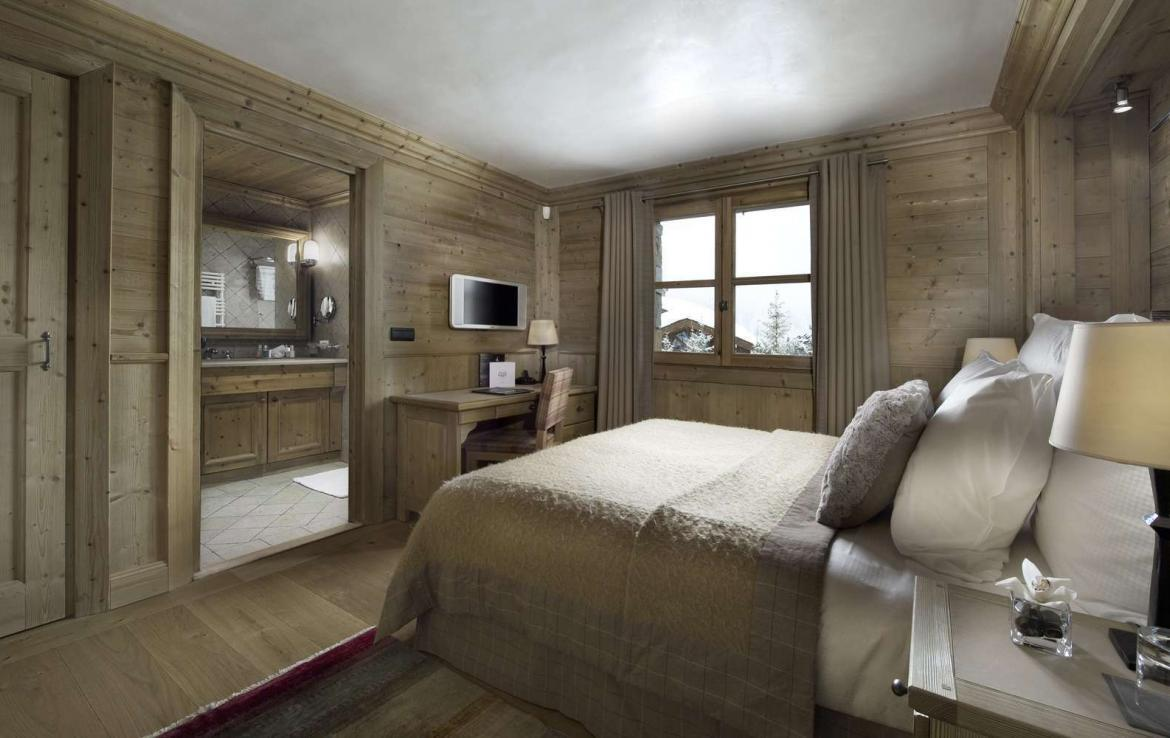 Kings-avenue-courchevel-tv-hifi-wifi-satelitte-jacuzzi-childfriendly-parking-games-room-gym-fireplace-ski-in-ski-out-massage-room-area-courchevel-026-11