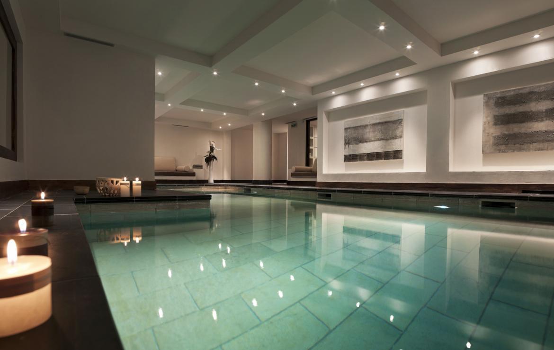 Kings-avenue-courchevel-tv-wifi-satelitte-jacuzzi-hammam-swimming-pool-childfriendly-parking-gym-fireplace-swimming-pool-spa-area-courchevel-036-9