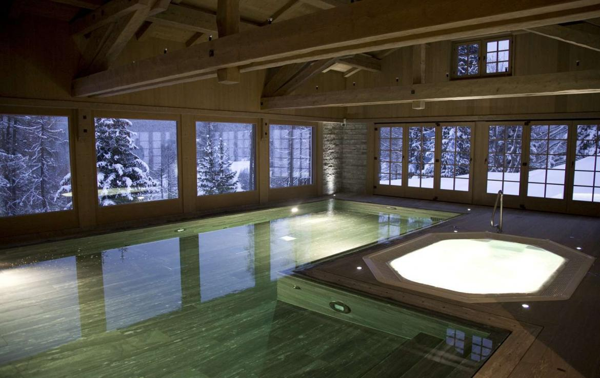 Kings-avenue-davos-sauna-jacuzzi-hammam-swimming-pool-parking-cinema-kids-playroom-boot-heaters-fireplace-ski-in-ski-out-wine-cellar-spa-massage-waterfall-area-davos-001-14