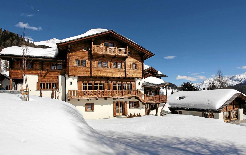 Kings-avenue-davos-sauna-jacuzzi-hammam-swimming-pool-parking-cinema-kids-playroom-boot-heaters-fireplace-ski-in-ski-out-wine-cellar-spa-massage-waterfall-area-davos-001-2