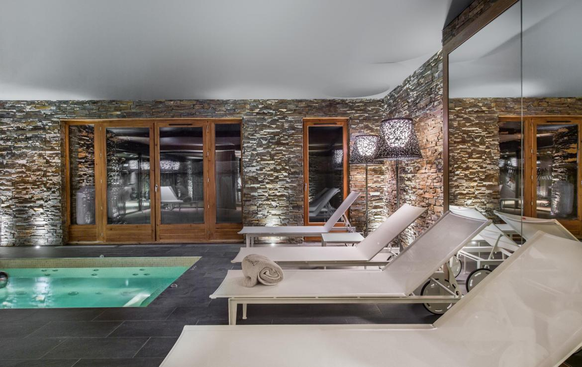 Kings-avenue-gourchevel-moriond-jacuzzi-hammam-childfriendly-parking-gym-boot-heaters-fireplace-massage-room-cinema-room-lounge-area-area-gourchevel-moriond-008-15