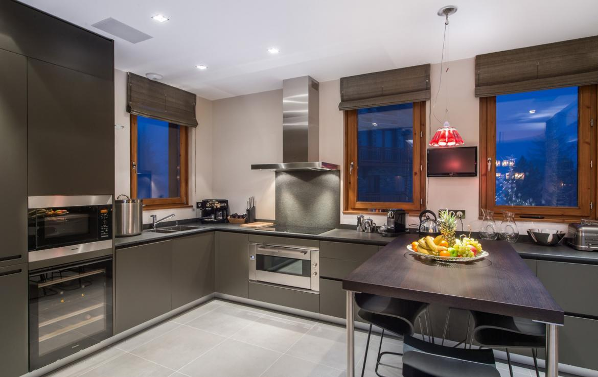 Kings-avenue-gourchevel-moriond-jacuzzi-hammam-childfriendly-parking-gym-boot-heaters-fireplace-massage-room-cinema-room-lounge-area-area-gourchevel-moriond-008-7