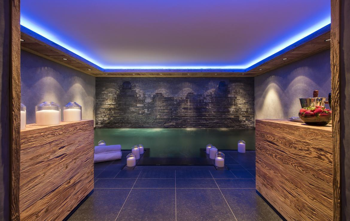 Kings-avenue-gstaad-hammam-swimming-pool-covered-parking-boot-heaters-fireplace-sound-system-area-gstaad-003-12