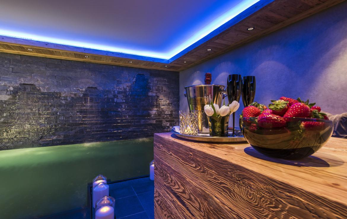 Kings-avenue-gstaad-hammam-swimming-pool-covered-parking-boot-heaters-fireplace-sound-system-area-gstaad-003-13