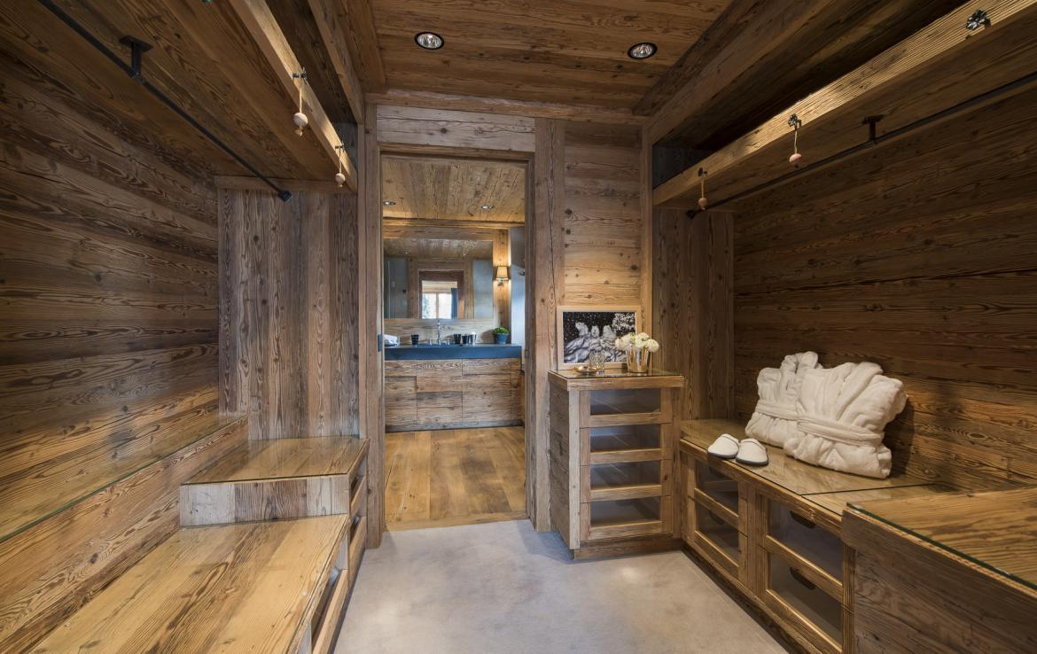 Kings-avenue-gstaad-hammam-swimming-pool-covered-parking-boot-heaters-fireplace-sound-system-area-gstaad-003-20