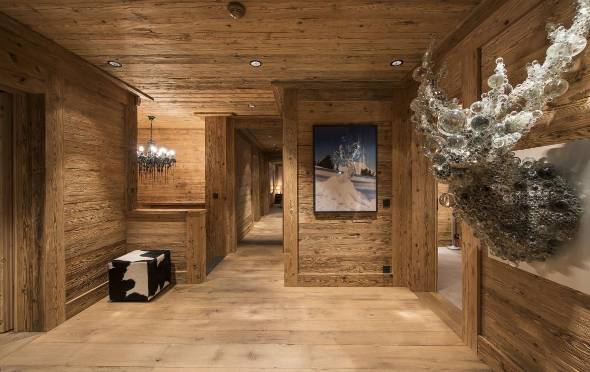 Kings-avenue-gstaad-hammam-swimming-pool-covered-parking-boot-heaters-fireplace-sound-system-area-gstaad-003-26