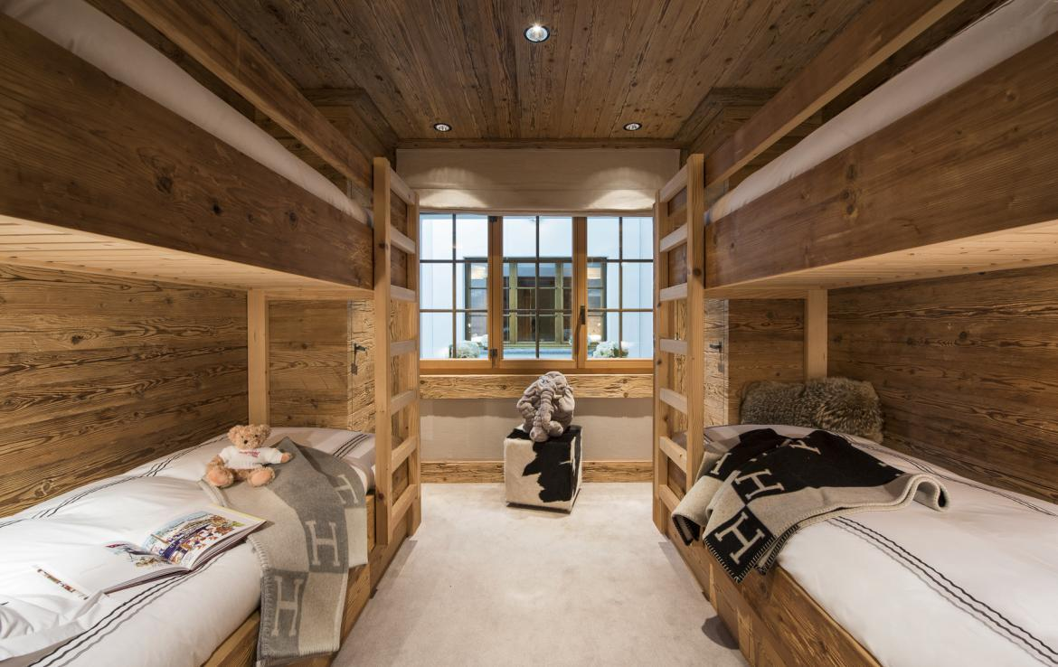Kings-avenue-gstaad-hammam-swimming-pool-covered-parking-boot-heaters-fireplace-sound-system-area-gstaad-003-27