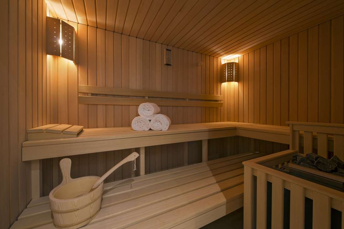 Kings-avenue-gstaad-sauna-jacuzzi-childfriendly-parking-cinema-gym-fireplace-gardens-area-gstaad-002-15