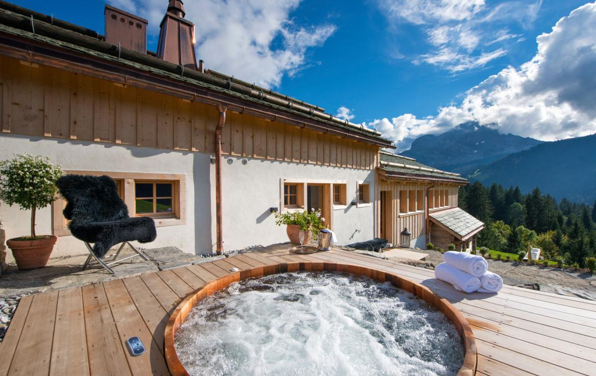 Kings-avenue-gstaad-sauna-jacuzzi-childfriendly-parking-cinema-gym-fireplace-gardens-area-gstaad-002-4