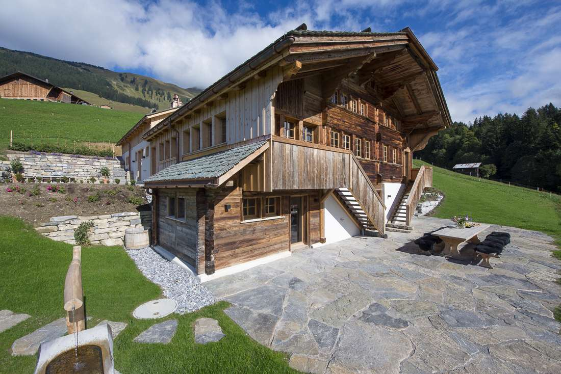 Kings-avenue-gstaad-sauna-jacuzzi-childfriendly-parking-cinema-gym-fireplace-gardens-area-gstaad-002-5