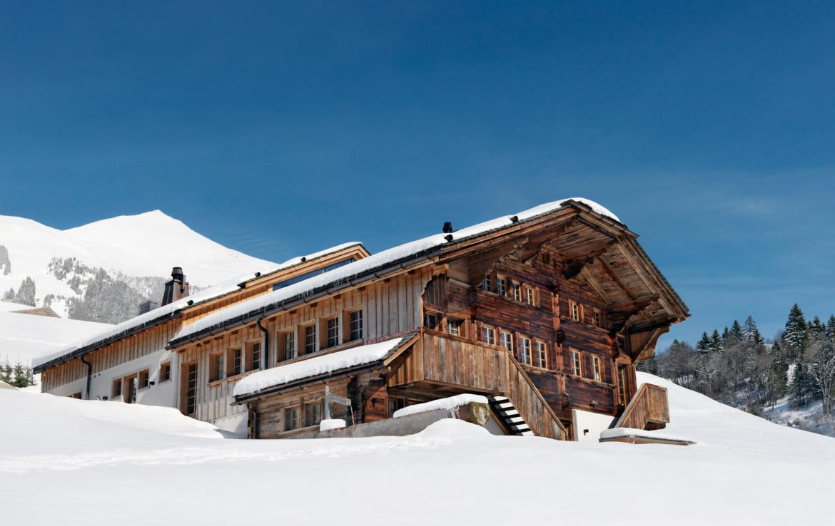Kings-avenue-gstaad-sauna-outdoor-jacuzzi-covered-parking-cinema-gym-boot-heaters-fireplace-area-gstaad-002-2