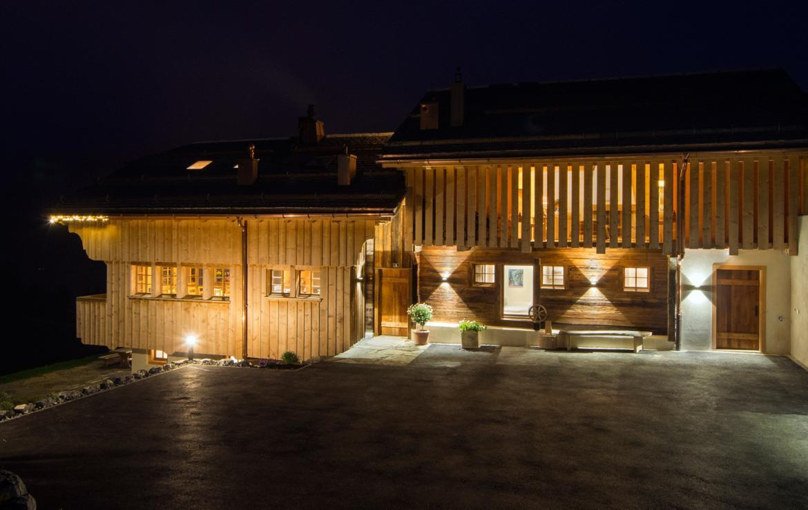 Kings-avenue-gstaad-sauna-outdoor-jacuzzi-covered-parking-cinema-gym-boot-heaters-fireplace-area-gstaad-002-29