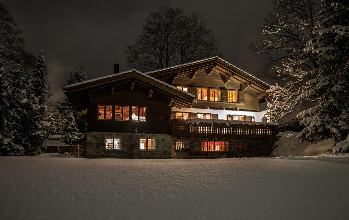 Kings-avenue-klosters-wifi-satellite-sauna-jacuzzi-parking-fireplace-gym-games-dvd-sledges-terraces-balconies-private-garden-area-klosters-004
