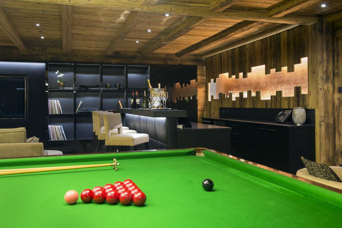 Kings-avenue-lech-sauna-jacuzzi-hammam-childfriendly-cinema-gym-boot-heaters-fireplace-ski-in-ski-out-tv-pool-table-massage-treatment-room-balconies-pool-area-lech-003-11