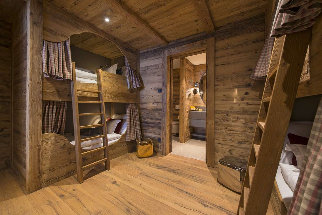 Kings-avenue-lech-sauna-jacuzzi-hammam-childfriendly-cinema-gym-boot-heaters-fireplace-ski-in-ski-out-tv-pool-table-massage-treatment-room-balconies-pool-area-lech-003-25