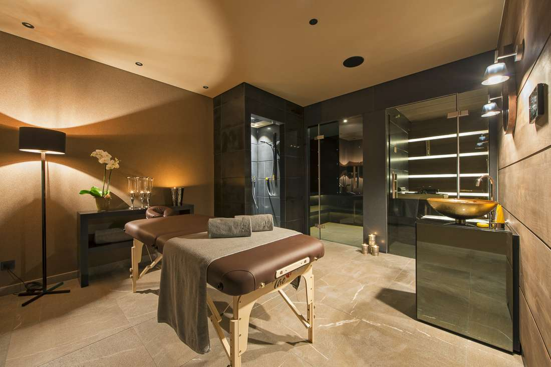 Kings-avenue-lech-sauna-jacuzzi-hammam-childfriendly-cinema-gym-boot-heaters-fireplace-ski-in-ski-out-tv-pool-table-massage-treatment-room-balconies-pool-area-lech-003-27