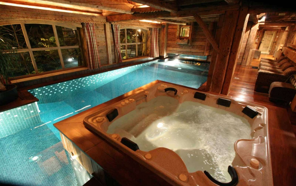 Kings-avenue-mégeve-snow-sauna-jacuzzi-hammam-swimming-pool-childfriendly-parking-cinema-childfriendly-games-room-gym-boot-heaters-fireplace-ski-in-area-mégeve-003-4