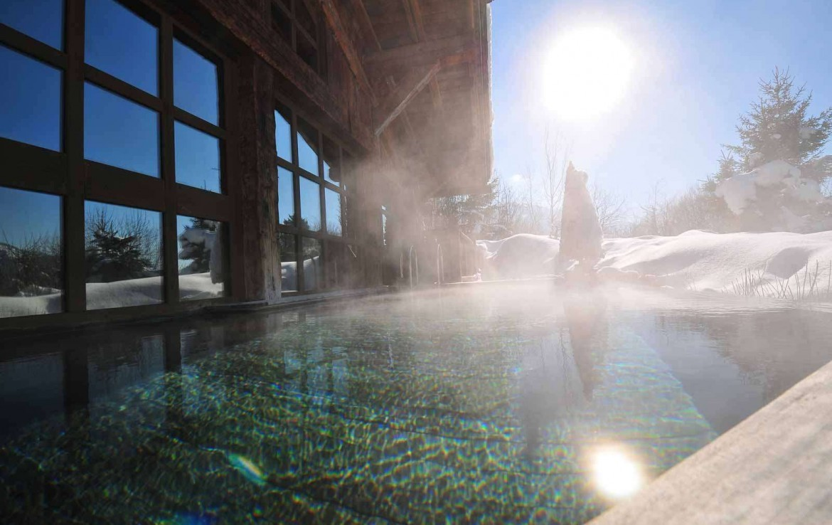 Kings-avenue-mégeve-snow-sauna-jacuzzi-hammam-swimming-pool-childfriendly-parking-cinema-childfriendly-games-room-gym-boot-heaters-fireplace-ski-in-area-mégeve-003-5