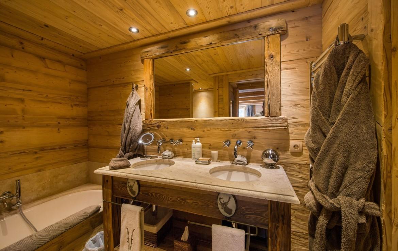 Kings-avenue-méribel-snow-hammam-swimming-pool-childfriendly-parking-cinema-boot-heaters-fireplace-ski-in-ski-out-wine-cellar-area-méribel-002-16