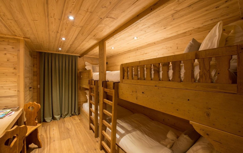 Kings-avenue-méribel-snow-hammam-swimming-pool-childfriendly-parking-cinema-boot-heaters-fireplace-ski-in-ski-out-wine-cellar-area-méribel-002-21