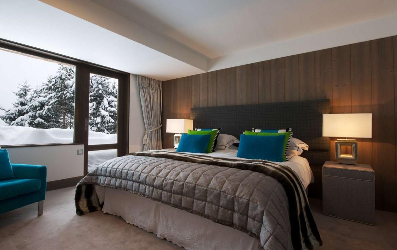 Kings-avenue-méribel-snow-jacuzzi-parking-cinema-boot-heaters-fireplace-bar-area-pool-table-office-wine-cellar-ice-bath-massage-room-steam-room-area-méribel-004-15