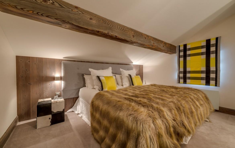 Kings-avenue-méribel-snow-jacuzzi-parking-cinema-boot-heaters-fireplace-bar-area-pool-table-office-wine-cellar-ice-bath-massage-room-steam-room-area-méribel-004-16