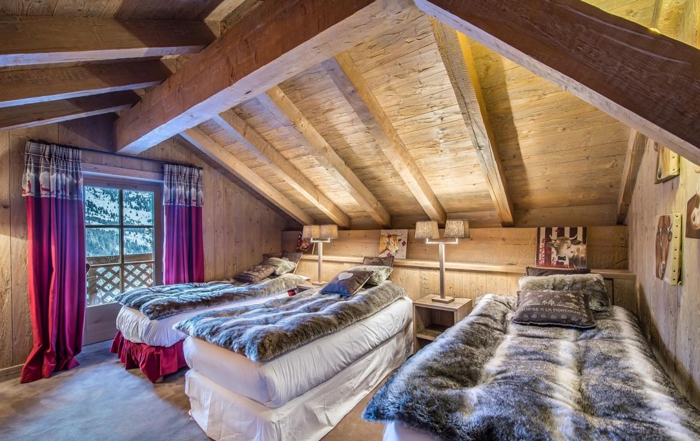Kings-avenue-méribel-snow-sauna-hammam-swimming-pool-childfriendly-cinema-kids-playroom-games-room-fireplace-spa-ski-room-boot-heaters-terrace-garden-area-méribel-005-19