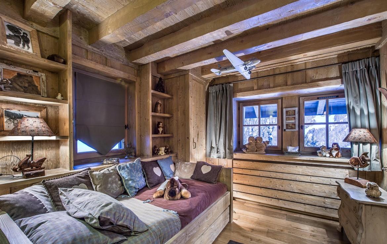 Kings-avenue-méribel-snow-sauna-hammam-swimming-pool-childfriendly-cinema-kids-playroom-games-room-fireplace-spa-ski-room-boot-heaters-terrace-garden-area-méribel-005-20
