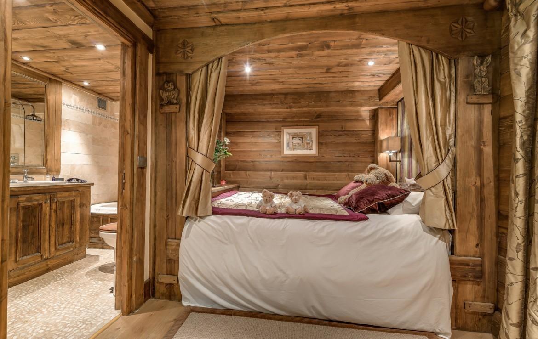 Kings-avenue-méribel-snow-sauna-indoor-jacuzzi-hammam-parking-cinema-boot-heaters-fireplace-large-terrace-area-méribel-018-5