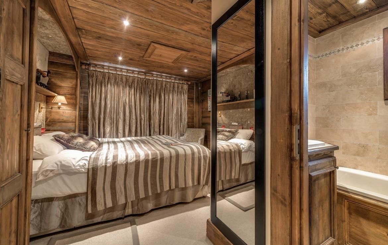 Kings-avenue-méribel-snow-sauna-indoor-jacuzzi-hammam-parking-cinema-boot-heaters-fireplace-large-terrace-area-méribel-018-8