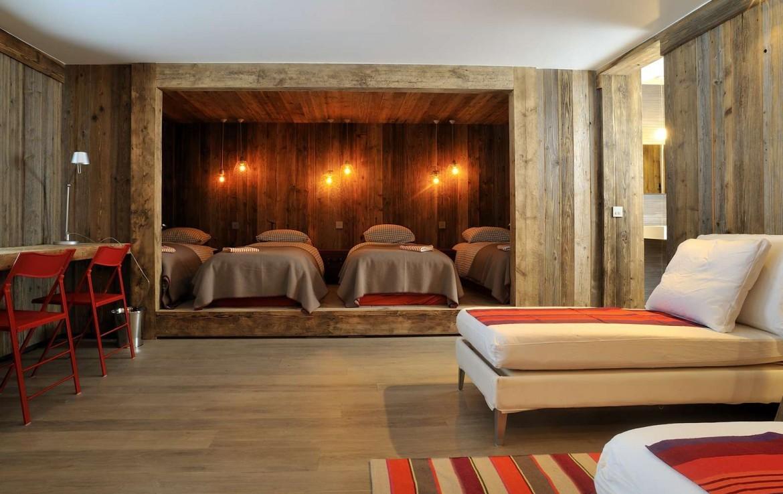 Kings-avenue-méribel-snow-sauna-jacuzzi-hammam-parking-boot-heaters-fireplace-ski-in-ski-out-sitting-room-garage-area-méribel-001-19