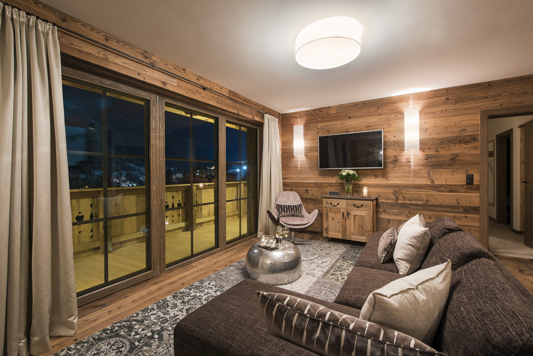 Kings-avenue-st-anton-snow-sauna-hammam-swimming-pool-childfriendly-boot-heaters-fireplace-fitness-centre-bar-balcony-terrace-area-st-anton-002-9