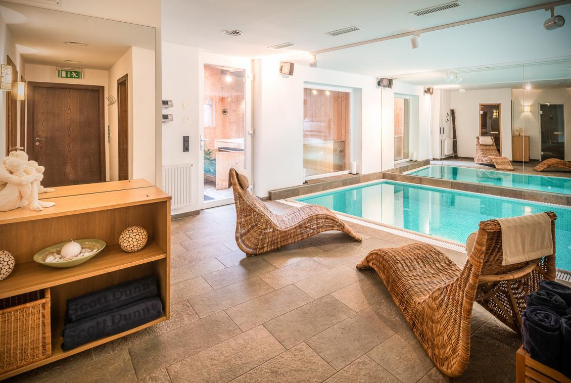 Kings-avenue-st-anton-snow-tv-wifi-sauna-jacuzzi-hammam-swimming-pool-childfriendly-boot-heaters-fireplace-massage-room-cinema-rooftop-balcony-area-st-anton-004-10