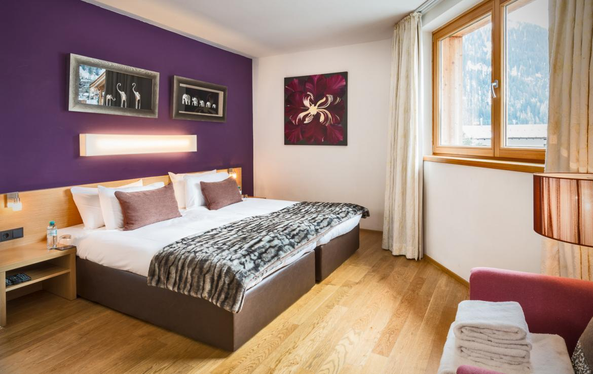 Kings-avenue-st-anton-snow-tv-wifi-sauna-jacuzzi-hammam-swimming-pool-childfriendly-boot-heaters-fireplace-massage-room-cinema-rooftop-balcony-area-st-anton-004-22