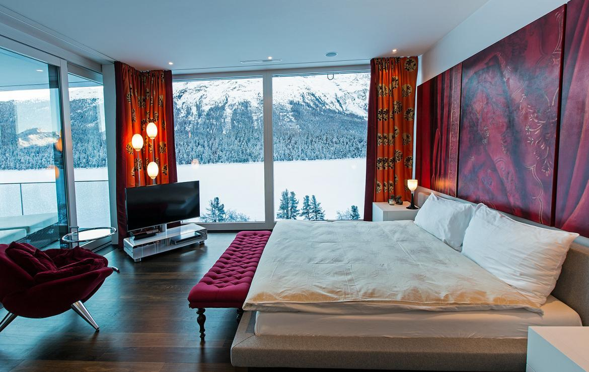 Kings-avenue-st-moritz-snow-tv-wifi-indoor-jacuzzi-childfriendly-covered-parking-fireplace-area-st-mortiz-005-10