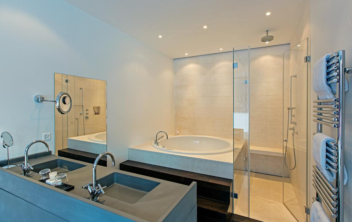 Kings-avenue-st-moritz-snow-tv-wifi-indoor-jacuzzi-childfriendly-covered-parking-fireplace-area-st-mortiz-005-11